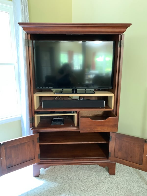 SOLID WOOD Armoire/Hutch with Vizio TV ee338925-fc3a-4092-a17d-49b6389b0f25