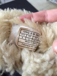 Size 6 toddler uggs  Calgary, T1Y 7B3