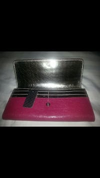 Brand New Gold and Pink GUESS Wallet Richmond Hill, L4C 6W3