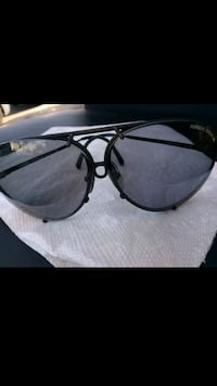 black framed sunglasses with case 2274 mi