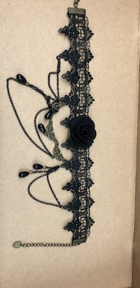 Black rose choker