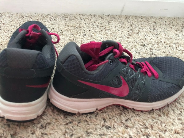 6a2852f24d33 Used Nike Shoes size 9 for sale in Grayson - letgo