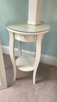round white wooden side table Clifton, 20124