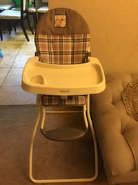 baby's brown and white high chair Fresno, 93722