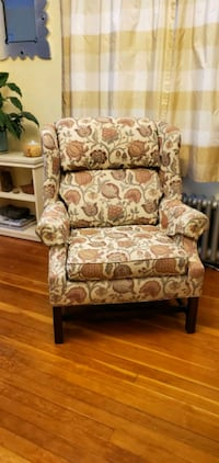 Beautiful Comfortable Chair - Great Condition!