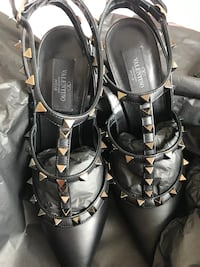 Authentic Valentino Rockstud heels *NEW* Toronto, M5H 3P5