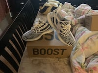 pair of white adidas Yeezy Boost 350 shoes with box 953 mi