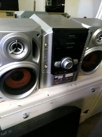 black and gray stereo component London, N6K 2X8