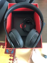 Beats solo 3 wireless barely used Toronto, M5C 3E4