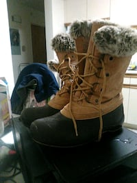 Woman's size 8 1/2 winter boots
