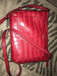 Red Guess crossbody bag Winnipeg, R3N 1N6