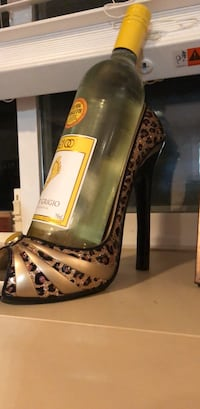Shoe wine holder