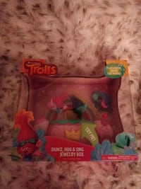 Trolls dance hug and sing jewelry box Hagerstown, 21742