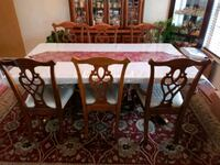 Dining table set with China Stafford, 22556