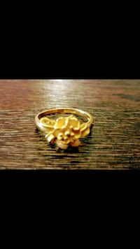 Brand New Genuine 22k gold floral ring weighs 3.9g Markham, L3T