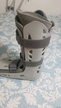 Air Cast.  size large right foot Brampton, L6Y 0N8