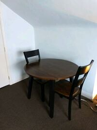 Cafe table with 2 chairs. Free matching table lamp. Florence, 41042