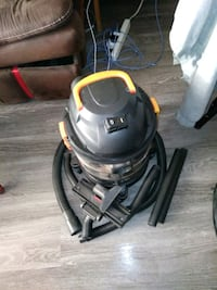 gray and yellow wet / dry vacuum cleaner 3164 km