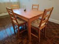 rectangular brown wooden table with four chairs di Oshawa, L1G