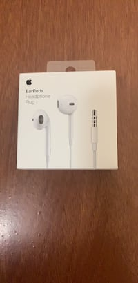 apple EarPods 3.5 mm jack firm price Toronto, M4H 1L1