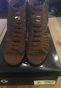 BNIB Size 8 Guess suede stacked sandals
