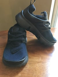 pair of blue Nike basketball shoes Los Angeles, 91344
