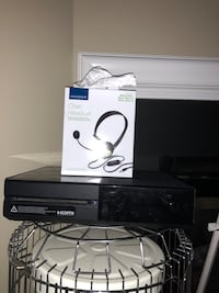 xbox 1 and a controller + free brand new headset in opened