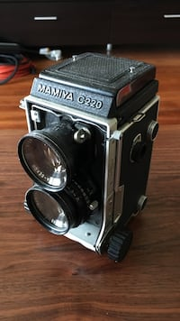 Mamiya C220 medium format 120/220 film camera with 80mm f/2.8 lens