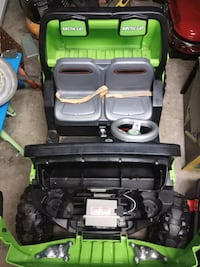 black and green car seat carrier Hamilton, L8K