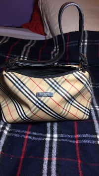 Burberry handbag  Port Coquitlam, V3B 1S1