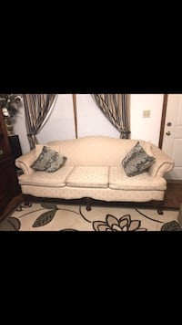 Queen Ann claw foot couch Woodford, 22580
