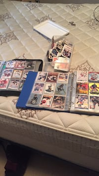 Old cards , lots of big names . Gretzky, lidstrom, lafleur, Lemieux and many more from early 90 + over a thousand cards Langley