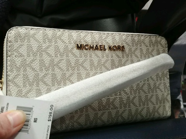 Original and new wallet mk and kate spade for sale 75e54d78-44b9-452f-bbbc-4f32fb865c18