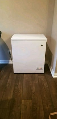 Igloo Chest Freezer (5.1 cubic ft) Houston, 77054