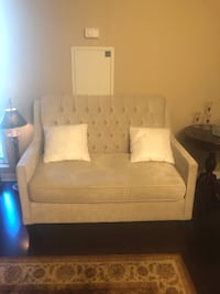 3 pieces sofa set.cushions are free. purchased for 3000$ .negotiable Toronto, M2J