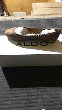 women's unpaired brown Aldo suede flats with box North Saanich, V8L