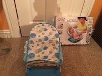 white and blue Summer deluxe baby bather