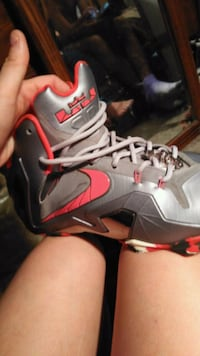 pair of gray-and-red Nike basketball shoes Winter Haven, 33881
