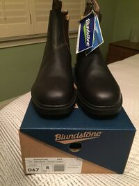 pair of black leather boots with box Toronto, M8X 1C7