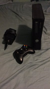 Xbox 360 slim black with Modern Warefare 3 Bethesda, 20817
