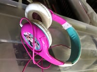 pink and white corded headphones Québec, G1K