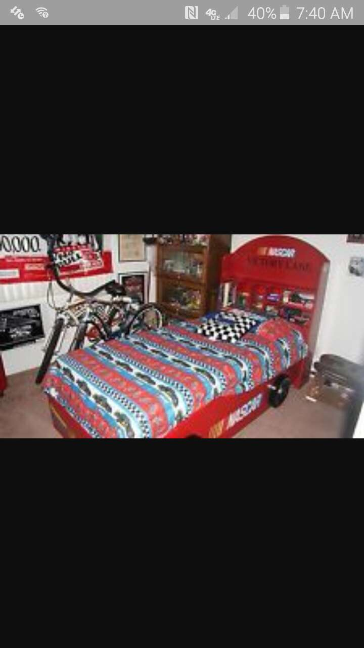 Used NASCAR Limited Edition Race Car Bed In Oakdale