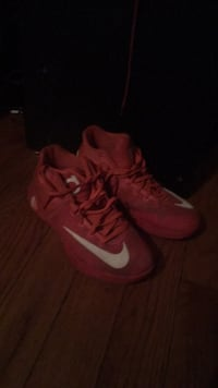 pair of orange Nike basketball shoes Erlanger, 41018
