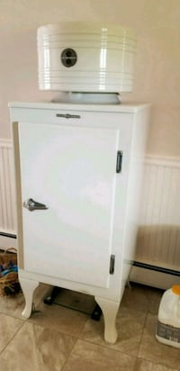 Antique General Electric fridge Dover, 17315