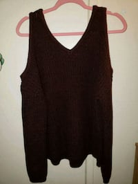 Black and Burgundy v-neck Top El Monte, 91732