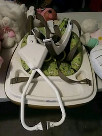 baby's white and gray swing chair El Paso, 79925