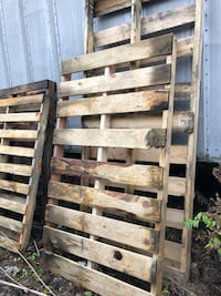 Wooden Pallets in various sizes, 23 total