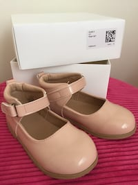 Girl's shoes Beige color size 6,5 NEW