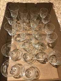 21 pieces glasses very beautiful design 3 different design excellent condition.  Brampton, L7A