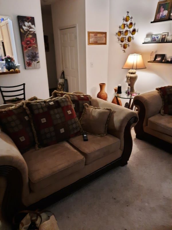 Really pretty Living room sofa with love sofa to match.  05bb62ec-abb6-471b-af4a-3d0ff22b83f4